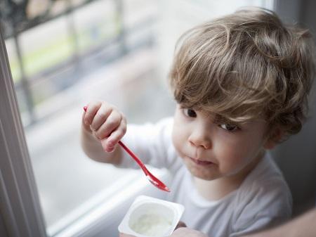 خواص ماست برای نوزادان, خواص ماست برای کودکان, مصرف ماست چرب برای کودکان