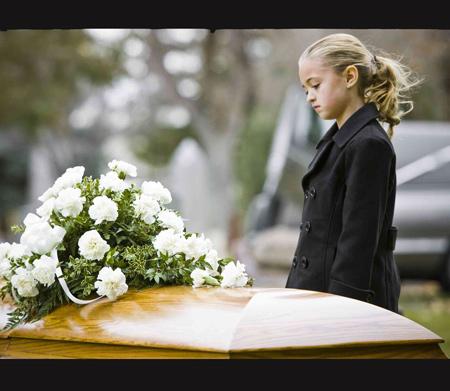 رفتار با بچه ای که کسی را از دست داده,کودک سوگوار,کودک سوگوار