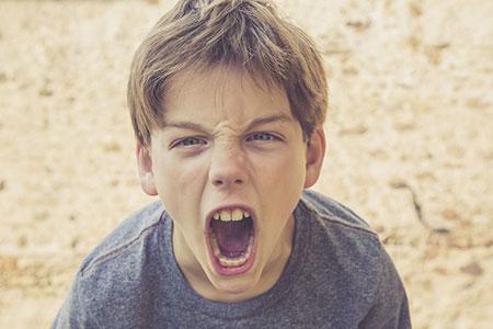 رفتار با کودک عصبی,کودک عصبی,نحوه برخورد با کودکان عصبی