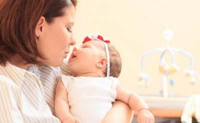 فواید لالایی گفتن برای نوزادان + متن لالایی های محبوب