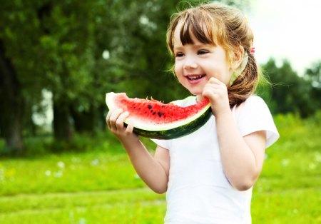خواص هندوانه برای کودکان,فواید هندوانه برای کودکان,ارزش غذایی هندوانه
