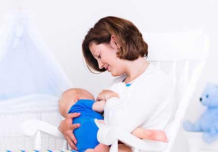 شیر مادر,ترکیبات شیر مادر,ویتامین های شیر مادر