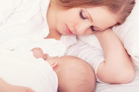 سفت شدن سینه در شیردهی, دلایل سفت شدن سینه در دوران شیردهی, دلیل سفت شدن سینه مادر در شیردهی