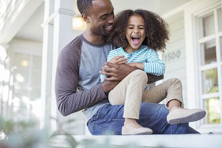 جملات تاثیرگذار بر کودک,تربیت کودک,راههای تقویت حس ارزشمند بودن در کودک