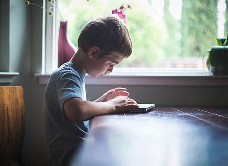 چگونه به کودکمان یاد دهیم بدون اجازه به وسایل دیگران دست نزند؟؟