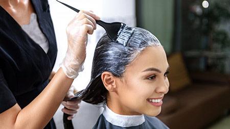 آیا رنگ کردن مو در دوران شیردهی مجاز است؟