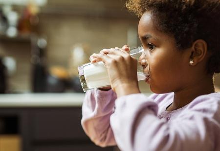 عوارض مصرف بیش از حد لبنیات در کودکان, مصرف بیش از حد لبنیات در کودکان, مصرف بی رویه ی لبنیات در کودکان