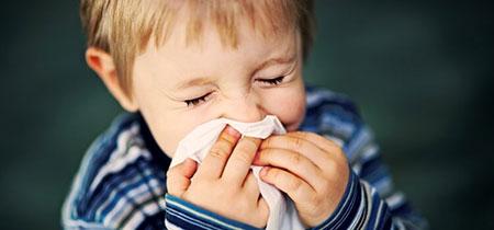 روش های خانگی برای درمان آبریزش بینی کودکان