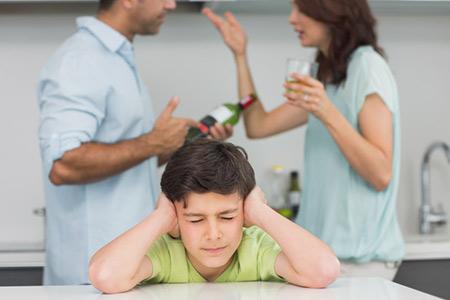 کودکان بزهکار,علت بزهکاری کودکان,بررسی علل بزهکاری کودکان و نوجوانان