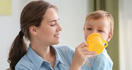آب دادن به نوزاد, از چه زمانی می توان به نوزاد آب داد, آب دادن به کودک
