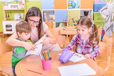 آموزش خواندن به کودکان,سن آموزش خواندن به کودکان,آموزش زودهنگام به کودکان