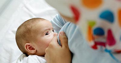 تعداد دفعات شیر خوردن نوزاد در شب,شیر خوردن نوزاد در شب