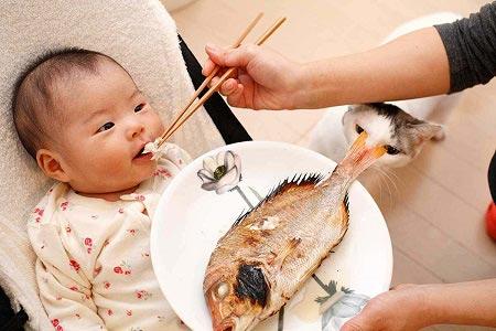 خواص روغن ماهی برای کودکان,خواص ماهی برای کودکان,خوردن ماهی برای کودکان
