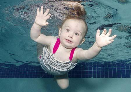 آموزش شنا به کودکان,شنای نوزادان,سن آموزش شنا به کودکان