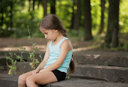 آثار کمبود محبت روی کودکان,اثرات کمبود محبت روی بچه ها,روشهای محبت کردن به کودکان