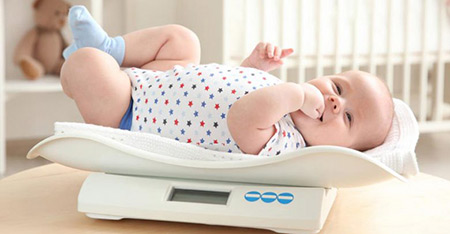 نوزاد 4 ماهه,نگهداری یک نوزاد 4 ماهه,چگونگی رشد نوزاد چهار ماهه