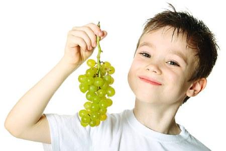 خواص انگور برای کودکان,فواید انگور برای بچه ها,خواص انگور