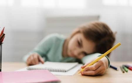 علت انجام ندادن تکالیف مدرسه, کمک به کودکان در انجام تکالیف مدرسه, انجام تکالیف مدرسه