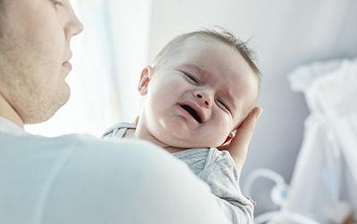 علائم بیماری در نوزاد,نشانه های بیماری در نوزاد,گریه کردن نوزاد