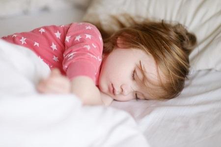 خواص گلاب و نحوه مصرف, فواید و خواص گلاب, مضرات مصرف گلاب برای کودکان