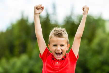 راههای افزایش پشتکار در کودکان,تقویت اراده کودک,تربیت کودک قوی