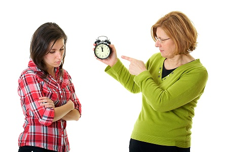 روانشناسی نوجوانان, بیرون رفتن نوجوان, محدودیت بیرون رفتن نوجوان