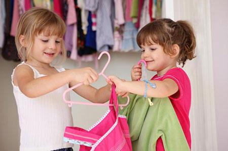 لجبازی کودکان هنگام لباس پوشیدن,مقاومت کودکان در برابر لباس پوشیدن