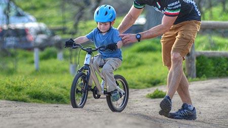 موزش دوچرخه سواری بدون کمکی به کودکان,آموزش دوچرخه سواری به کودکان,دوچرخه های پدال دار