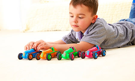 خرید اسباب بازی,خرید اسباب بازی کودکان, تاثیر خرید اسباب بازی زیاد در کودکان