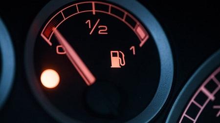 دلایل روشن شدن چراغ بنزین, چراغ بنزین, روشن شدن چراغ بنزین