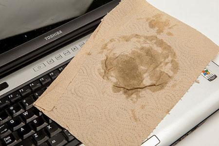 آداپتور لپتاپ, خیس شدن لپ تاپ