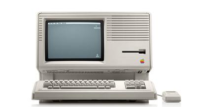 تاریخچه کامپیوتر,تاریخچه اختراع کامپیوتر,کامپیوتر اختراع کامپیوتر یکی از دو چیز برجستهای است که بشر در سدهٔ بیستم انجام داد تاریخچه پیدایش کامپیوتر کامپیوتر یکی از پدیدههای فنآوری است که تمام جنبههای زندگی ما را تحت تاثیر قرار دادهاست. کامپیوتر از کلمه Compute در زبان انگلیسی به معنای محاسب و شمارنده گرفته شدهاست. در 1937 اولین کامپیوتر دیجتالی الکترونیکی جهان به نام ABC ساخته شد. این ماشین گرچه قابل برنامه ریزی نبود اما برای حل معدلات خطی استفاده میشد.به دلیل ابتدایی بودن ABC خیلی زود کامپیوترهای دیگر جایگزین آن شدند. تاریخچه کامپیوتر نخستین ماشین محاسبه ماشین مکانیکی ساده ای بود که بلز پاسکال آن را ساخته بود و به وسیله چند اهرم و چرخ دنده، می توانست عملیات جمع و تفریق را انجام بدهد. پس از آن لایب نیتز با افزودن چند چرخ دنده به ماشین پاسکال ماشینی ساخت که میتوانست ضرب و تقسیم را هم انجام بدهد و آن را (ماشین حساب) نامید. بعدها چارلز بابیج ماشینی برای محاسبه چند جمله ای ها ابداع کرد که آن را ماشین تفاضلی نامیدند و سپس به فکر ساخت وسیله ی محاسباتی کاملتری افتاد که می شد به آن (برنامه) داد این ماشین شباهت فراوانی به کامپیوترهای امروزی داشت و به همین دلیل نام بابیج به عنوان پدر کامپیوتر در تاریخ باقی مانده است. در گذشته دستگاههای مختلف مکانیکی سادهای مثل خطکش محاسبه و چرتکه، نیز کامپیوتر خوانده میشدند. در برخی موارد از آنها بهعنوان کامپیوتر آنالوگ نام برده میشود. چراکه برخلاف کامپیوتر رقمی، اعداد را نه بهصورت اعداد در پایه دو بلکه بهصورت کمیتهای فیزیکی متناظر با آن اعداد نمایش میدهند. چیزی که امروزه از آن بهعنوان «کامپیوتر» یاد میشود در گذشته به عنوان «کامپیوتر رقمی (دیجیتال)» یاد میشد تا آنها را از انواع «کامپیوتر آنالوگ» جدا سازند. کامپیوتر یکی از دو چیز برجستهای است که بشر در سدهٔ بیستم اختراع کرد. دستگاهی که بلز پاسکال در سال ۱۶۴۲ ساخت اولین تلاش در راه ساخت دستگاههای محاسب خودکار بود. پاسکال آن دستگاه را که پس از چرتکه دومین ابزار ساخت بشر بود، برای یاری رساندن به پدرش ساخت. پدر وی حسابدار دولتی بود و با کمک این دستگاه میتوانست همه اعداد شش رقمی را با هم جمع و تفریق کند. لایبنیتز ریاضیدان آلمانی نیز از نخستین کسانی بود که در راه ساختن یک دستگاه خودکار محاسبه کوشش ک