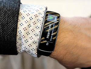 دستبند هوشمند Samsung ,دستبند هوشمند Gear Fit,کاربرد دستبند هوشمند