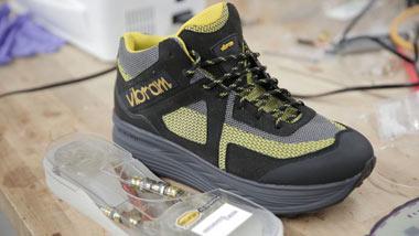 شارژ گوشی موبایل با کمک کفش!