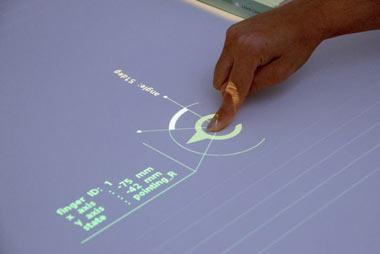 تبديل ميزهاي ساده به نمايشگر لمسي, نمايشگر لمسي,اختراعات جديد