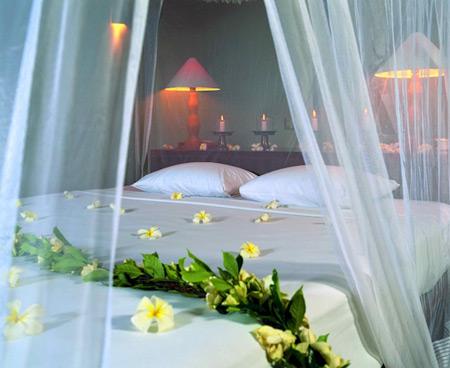 ,اتاق عروس,تزئین تخت عروس و داماد,تزیین تخت عروس با تور
