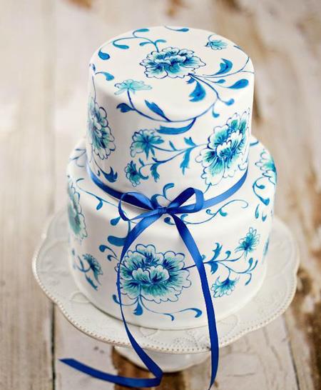 نقاشی روی کیک تولد