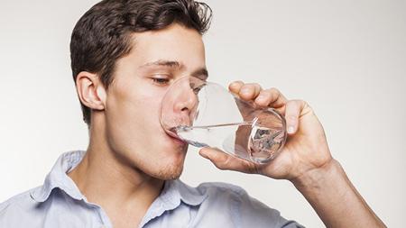 نحوه خوردن آب,پایین آوردن استرس با نوشیدن آب