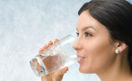 خواص خوردن آب,از بین بردن چروک صورت با مصرف آب
