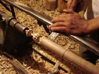خراطی چوب یکی از صنایع دستی سنتی ایران