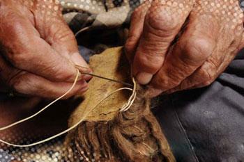 صنایع دستی, دوختن پوستین, نساجی سنتی