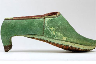 آداب و رسوم, کفش پاشنه بلند, کفش های قدیمی