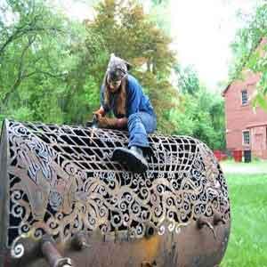 خلاقیت زن آهنگر! (عکس)