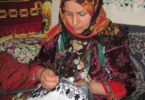 نگاهي بر سوزن دوزي در استان سمنان