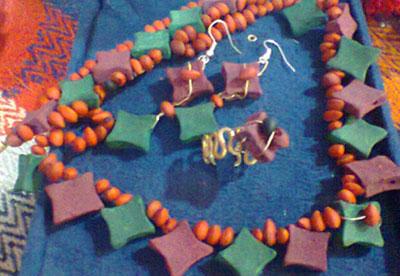 گردنبند مهلو,گردنبند مهلو هنر دست زنان ایل قشقایی,گردنبند مهلو جواهرات مردم قشقایی