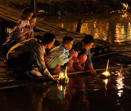 لوی کراتونگ یا جشن ماه کامل در كشور تایلند