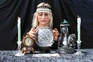 فال, نوستراداموس, آداب و رسوم, پیش بینی آینده