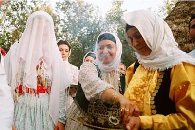 آشنایی با مراسم عروس بران , لباس های محلی