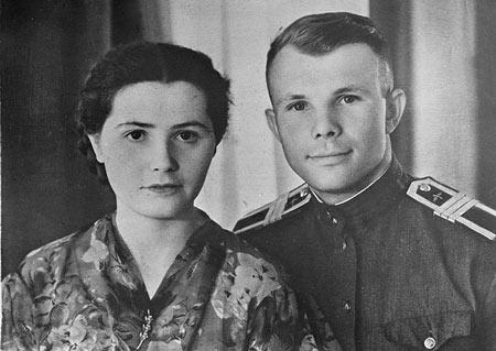 یوری گاگارین, زندگینامه یوری گاگارین,یوری گاگارین و همسرش