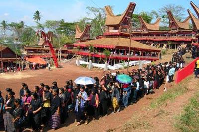 مراسم عجیب و غریب در مورد مرگ,آداب و رسوم کشورهای مختلف در تشعیع جنازه